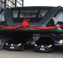 The futuristic straddling bus is launched in hits road in China