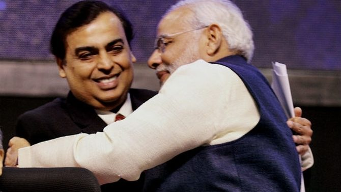 Ad Controversy ' Mukesh Ambani clarifies on PM Modi's Reliance Jio ad '